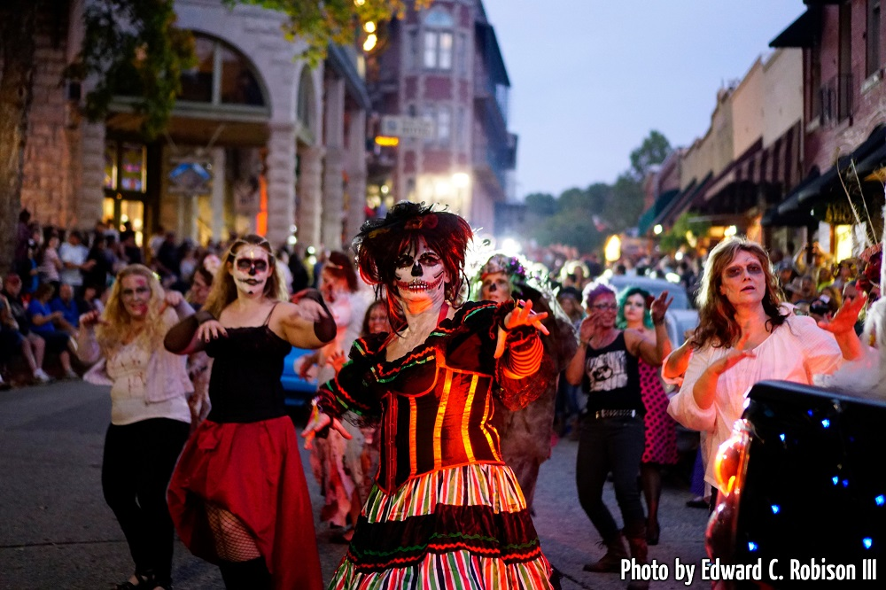 Street performers in the Eureka Springs Zombie Crawl